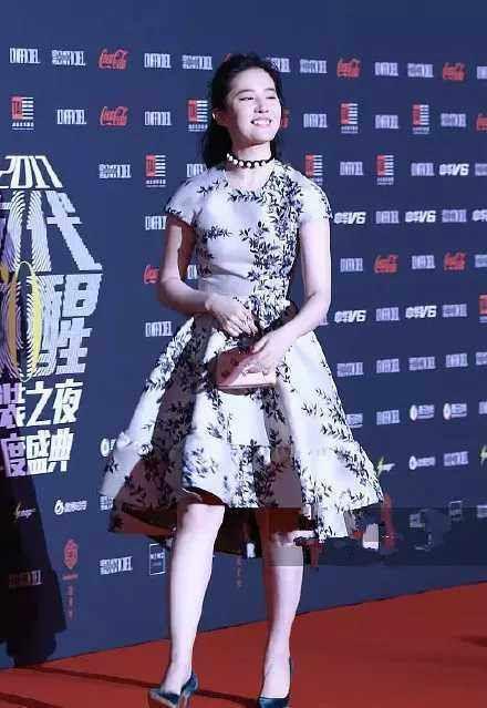 如何评价刘亦菲和唐嫣的身材?
