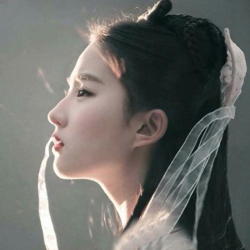 如何评价刘亦菲这位明星?