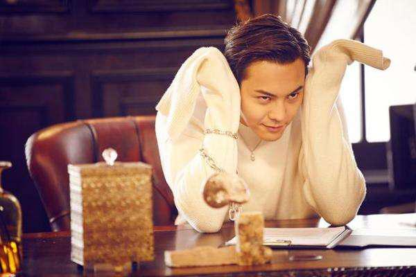 """陈伟霆被称为""""宝藏男孩"""",他有哪些不俗的表现呢?"""
