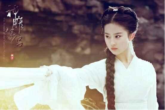刘亦菲和李若彤版本的小龙女,哪个更符合小龙女本人?