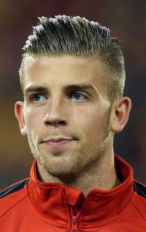 足球明星阿尔德韦雷尔德的发型为什么很多人喜欢?