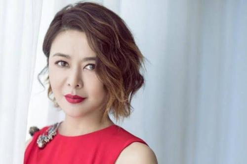 关之琳和赵雅芝都被称为女神,巅峰时期的两人,究竟谁更漂亮?