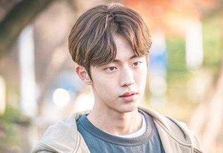 为什么年轻演员里韩国的比中国的演技好很多?