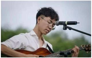 陈鸿宇的专辑《浓烟下的诗歌电台》你怎么看?