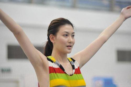 如何评价香港女明星李彩桦的长相?