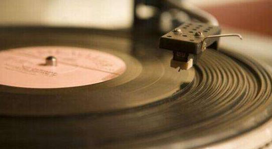 黑胶唱片的音质和CD的音质哪一个更好?