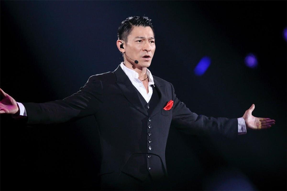 为什么华人第一巨星是刘德华,不是成龙?