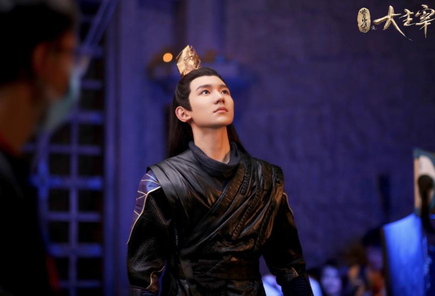为什么王源一直接综艺却不演戏,是因为演技不突出吗?
