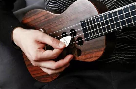 会吉他就会很快的学会尤克里里吗?