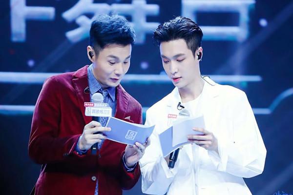 深受王菲喜爱,被陈奕迅称赞的李荣浩,为何迄今还没能成为真正的天王?
